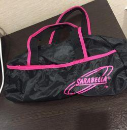 Η τσάντα είναι ευρύχωρη