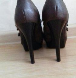 Pantofii sunt noi. schimb