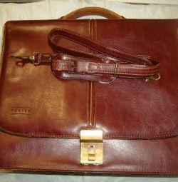 Used texier leather briefcase