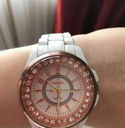 Women's Watch on hand with rhinestones
