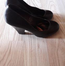 Ayakkabılar.