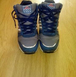 Sneakers winter 39r.