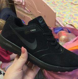 Nike adidași noi