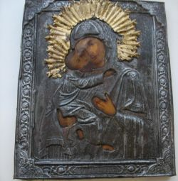 An ancient icon of Vladimir the Mother of God