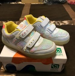 Sneakers, children's sneakers with a luminous sole