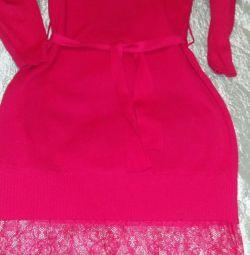 Платье трикотажное с кружевом