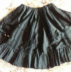 Η φούστα είναι όμορφη