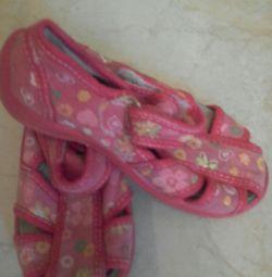Τα παπούτσια είναι κλωστοϋφαντουργικά (KOTOFEY 25 TIMES.)
