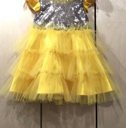Жeлтое новорічне плаття