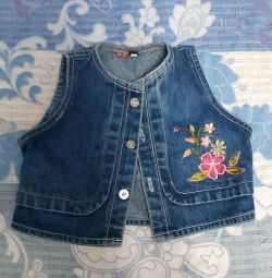 Жилетка джинсова з нашивками на дівчинку