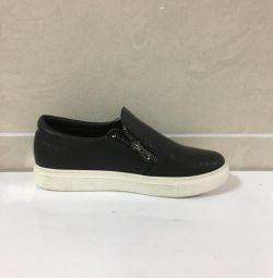 Pantofi negri pentru femei