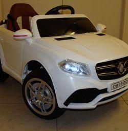Дитячий електромобіль Mercedes ML O008OO Білий
