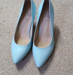 Кожаные голубые новые туфли