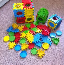 Cuburi, ceasuri, yula, scaun cu rotile, mașină