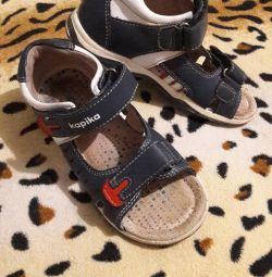 Sandale din piele mărime 28, talpă 18cm.