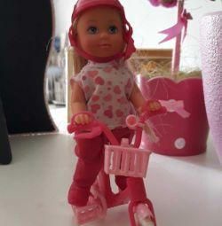 Η κούκλα στο ποδήλατο.