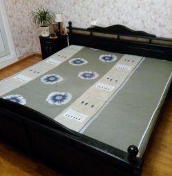 διπλό κρεβάτι 180 * 200εκ. + 2 κομοδίνα.