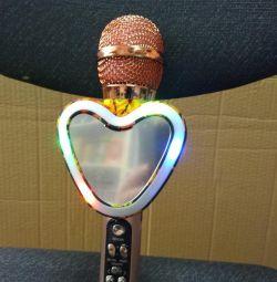 Bir kalp şeklinde parlayan Karaoke Mikrofonu