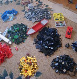 O mulțime de Lego în vrac, de 13 kg
