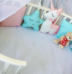 Sides with a unicorn crib