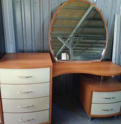Used dressing table with mirror