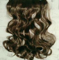 Μαλλιά σε νέες συνθετικές φουρκέτες