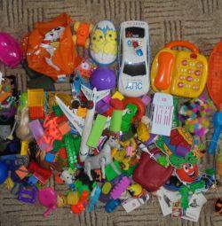 Un pachet de jucării este puternic utilizat, în cutia de nisip, la cabană
