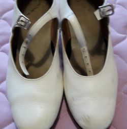 White shoes for dancing size38.