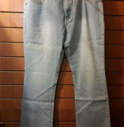 Jeans pentru forme luxuriante