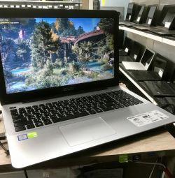 Laptop Asus pentru gaming pe i7 pentru multitask, este