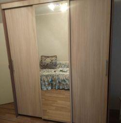 Dulap cu glisante cu 3 uși, cu oglindă