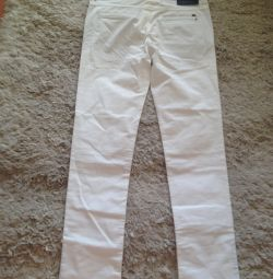 I will sell fashionable white trousers of excellent quality