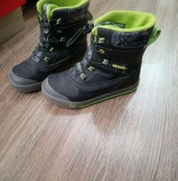 Boots size 34