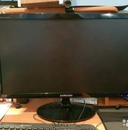 Calculator de jocuri cu monitor și mouse de joc