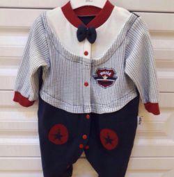 Çocuk için yeni takım elbise