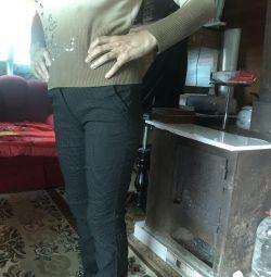Pantaloni întinși