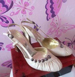 Πουλάω γυναικεία παπούτσια