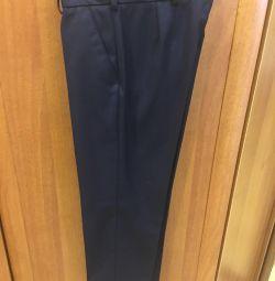 Pantaloni de școală