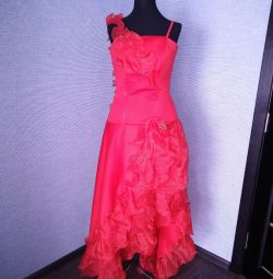 Chic red dress with a train 42-46.