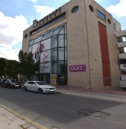 Opt etaje comerciale (Centrul Hondos),