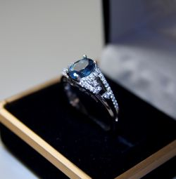 Spectacular silver ring with blue topaz