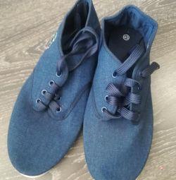 Νέα αθλητικά παπούτσια, ποτάμι