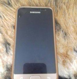 Телефон Samsung Galaxy J1 (2016)
