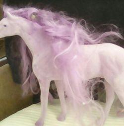 4 άλογα με μακριά μαλλιά και ένα φορείο