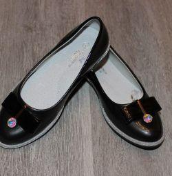 Νέα παπούτσια με εσώρουχα