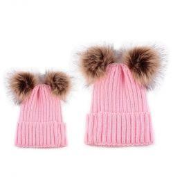Ένα σύνολο καπέλων για τη μαμά και την κόρη