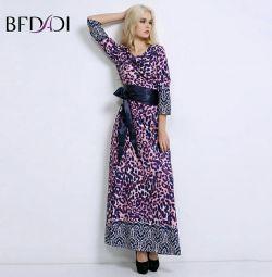 Όμορφο φόρεμα με το πάτωμα