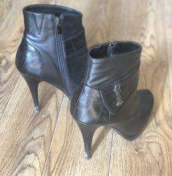 Υψηλές μπότες τακουνιών