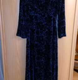 Μακρύ, βραδινό φόρεμα από βατόμουρο