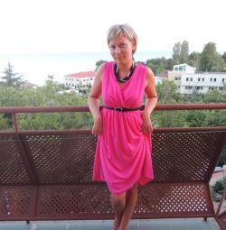 Φωτεινό και τολμηρό φόρεμα